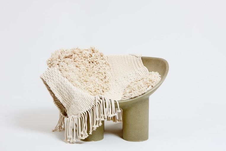 'In mijn nieuwe huis staan twee geweldige stoelen van Faye Toogood. Haar werk heeft iets speels, dat spreekt mij aan.' Beeld Faye Toogood