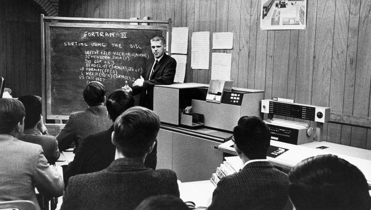 Studenten aan de Boston Latin School leren computertaal Fortran, 1968. Beeld getty