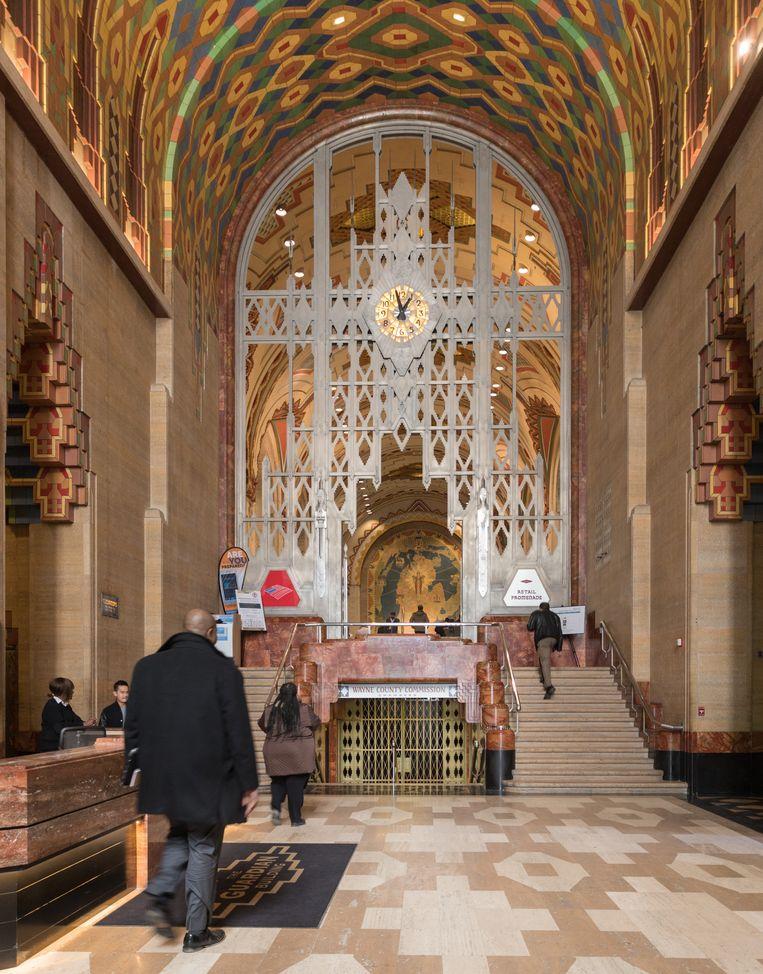 Het interieur van de Guardian Building, compleet met Tiffany-klok.  Beeld Trui Moerkerke