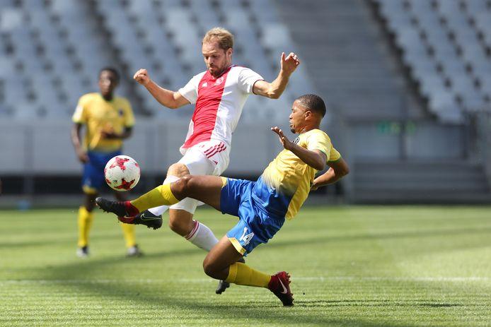 Istvan Bakx in actie in het shirt van Ajax Cape Town.