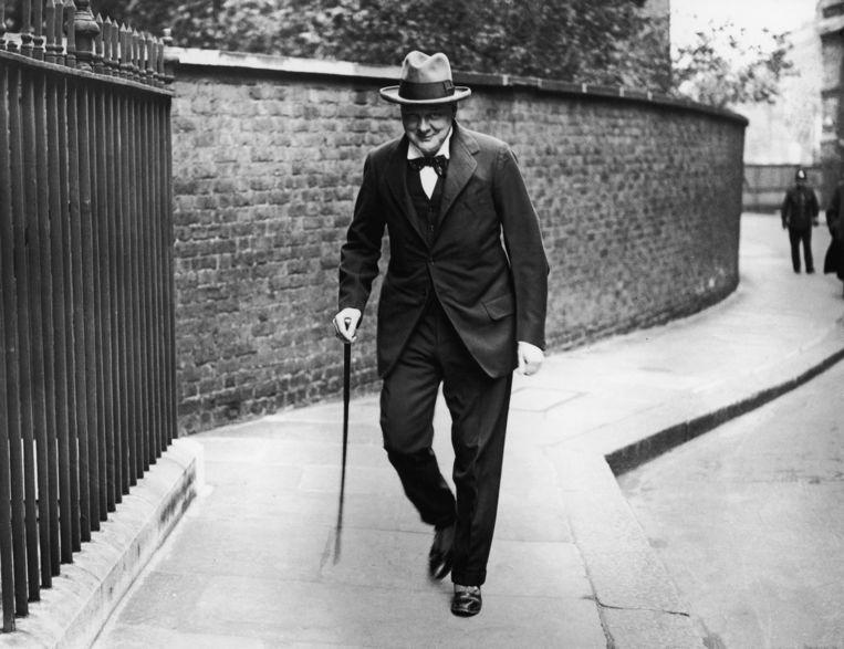 Winston Churchill (1874 - 1965) op weg naar Downing Street 10 voor een bijeenkomst, in september 1922.  Beeld Hulton Archive/Getty
