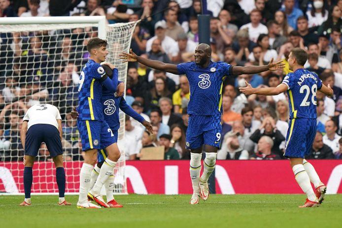 Romelu Lukaku viert de 0-2 met zijn ploegmaats.