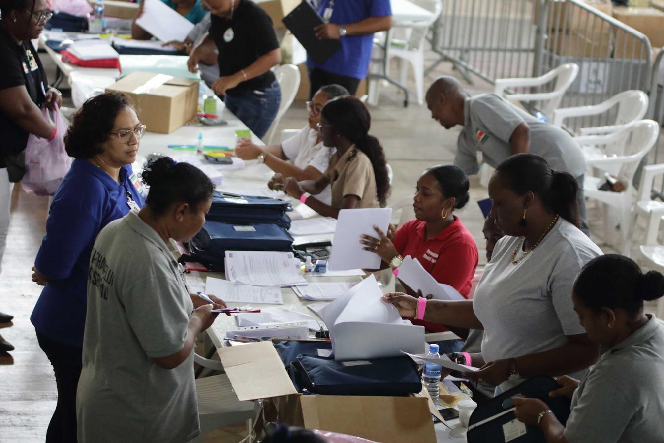Stemmen tellen op het hoofdstembureau.