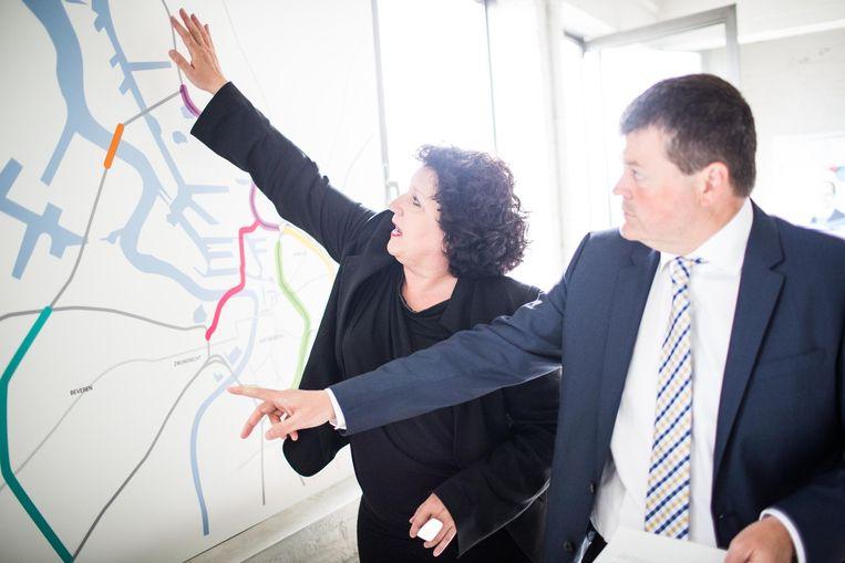 2014: Bart Somers en Annemie Turtelboom (allebei Open Vld) stellen hun Oosterweel-plannen voor. Beeld © BAS BOGAERTS