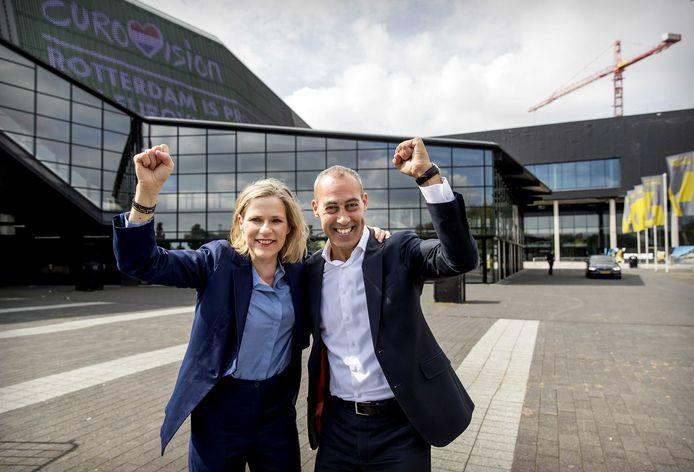 Wethouder Kasmi met Ahoy-directeur Jolanda Jansen, vlak nadat bekend werd dat Rotterdam het songfestival had binnengesleept. De laatste weken zijn er twijfels of het evenement wel moet doorgaan.