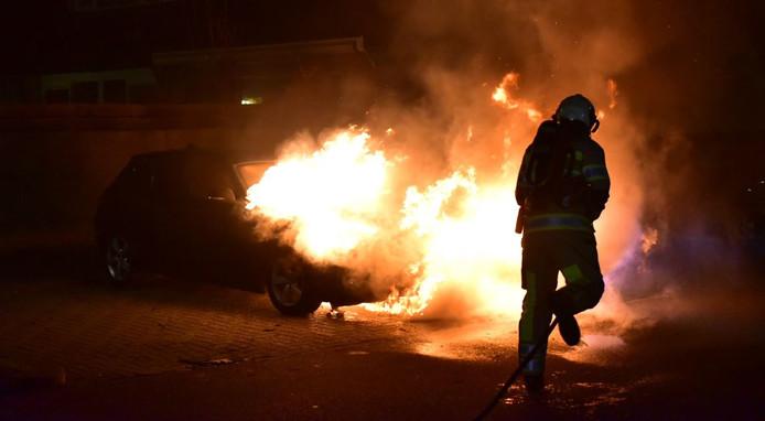 De BMW ging geheel in vlammen op.