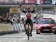 De Gendt wint slotrit vanuit vroege vlucht, Adam Yates verdedigt leiderstrui met succes