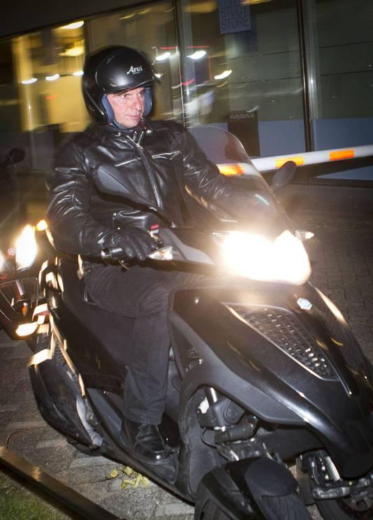 Willem Holleeder komt aan op de Utrechtse Uithof.