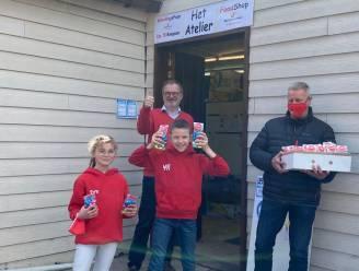 Hoogstratens Zwem Team schenkt paaseitjes aan 't Ver-Zet-Je