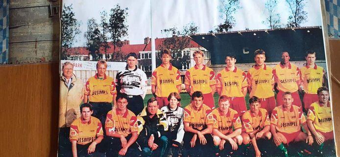 Kristof Van de Cappelle speelde voor de beloften van KV Oostende. Je herkent onder meer Ronny Brackx uiterst links, Kristof zelf staat als vierde van links naast de doelman.