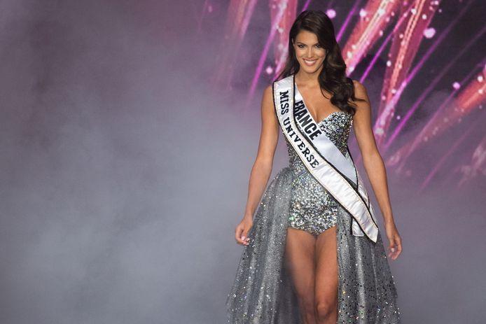 Iris Mittenaere lors de l'élection de Miss France 2021