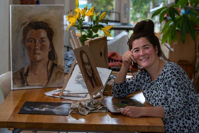 Monica Schilder-Pasterkamp (44), geboren op Urk en nu woonachtig in Emmeloord, zat bij de laatste tien in het populaire tv-programma Project Rembrandt.