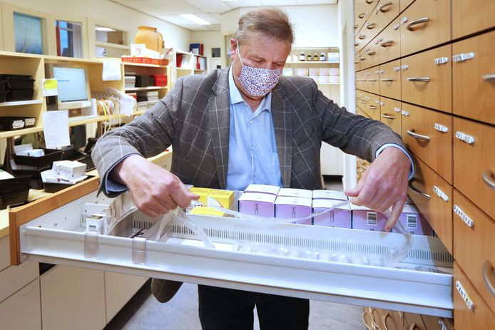 BAVEL - Apotheker Paul Harder verzet zich tegen de zorgverzekeraar VGZ. De apotheken de Regenboog en Tolakker hebben nu geen contract met VGZ.