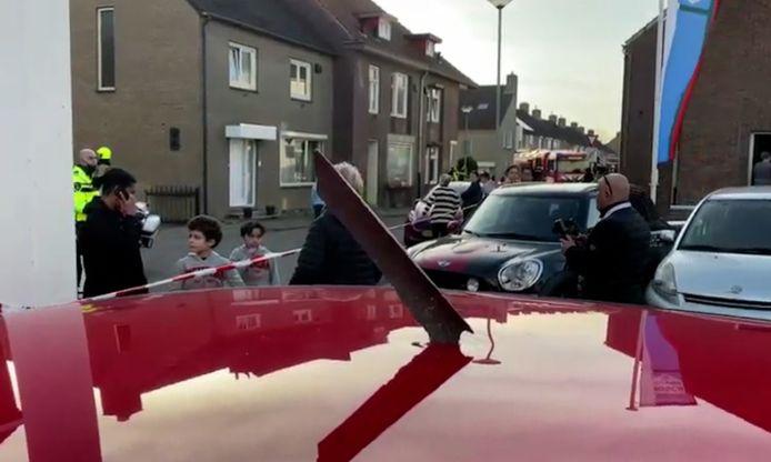 Des morceaux de métal sont tombés dans les environs du village néerlandais de Meerssen, occasionnant des dégâts à quelques voitures.