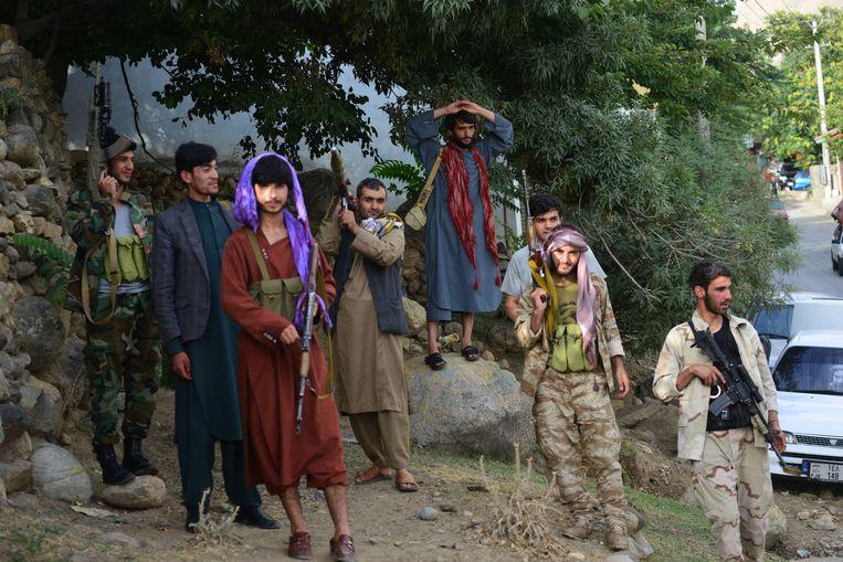Nieuwe rekruten uit de provincie Panjshir staan de Afghaanse troepen bij in de strijd tegen de taliban.  Beeld Hollandse Hoogte/AFP
