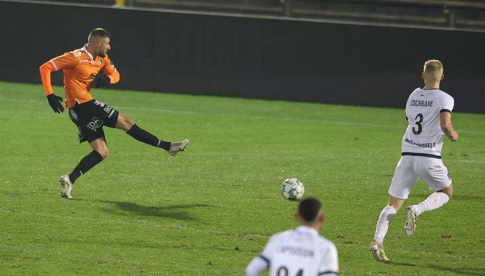 Met zijn tweede goal van het seizoen lukte Dylan De Belder de gelijkmaker, maar nadien moest SK Deinze weer snel achtervolgen op leider Union.