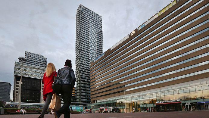De toekomst van het Koningin Julianaplein voor Den Haag Centraal is een heet hangijzer in de stad.