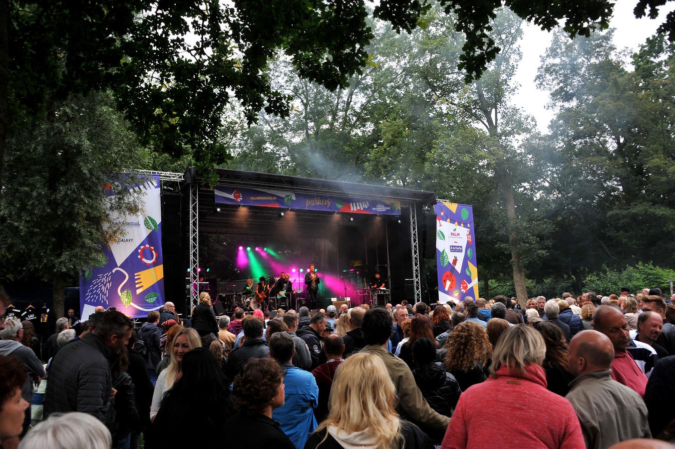 Een optreden tijdens Parkies in 2019, toen nog in het Wantijpark.