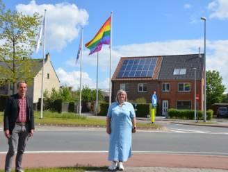 Regenboogvlag wappert permanent in Zulte