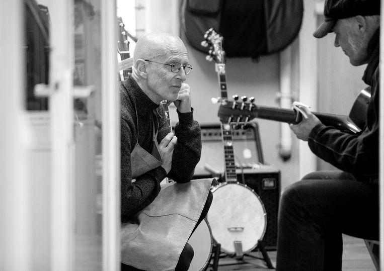 Met gitarist Peter Oudendijk.  Beeld Ineke Oostveen