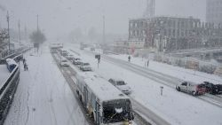 1.200 ton zout en 100.000 liter pekel: Antwerpen is klaar voor ijzel en mogelijk sneeuw