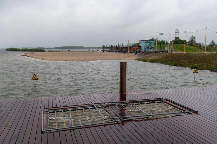 Het Strandeiland in Harderwijk brokkelt langzaam af.