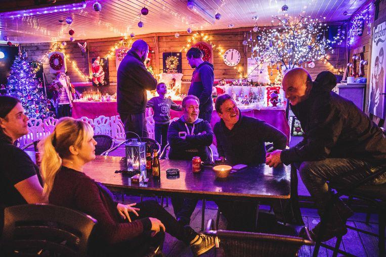 Op de foto: Jorgen Van Hove en Debora Van Acker (links), Dirk De Ridder (uiterst rechts).