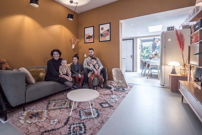 Lennart Lukas en Carlijn Quirijnen met hun kinderen Roef, Doris en Faber.