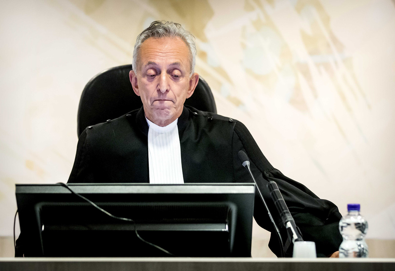 Voorzitter Frank Wieland spreekt het  vonnis uit in de zaak tegen Holleeder.  Beeld ANP