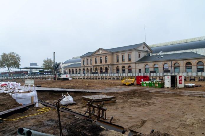 Het Stationsplein verandert binnenkort in een grote bouwkuip.