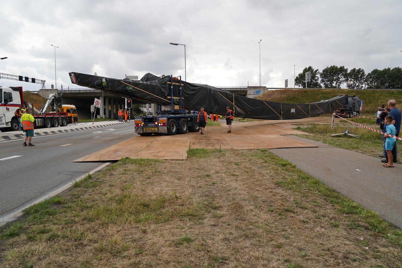 Vrachtwagens uren vast bij afrit Rozenburg