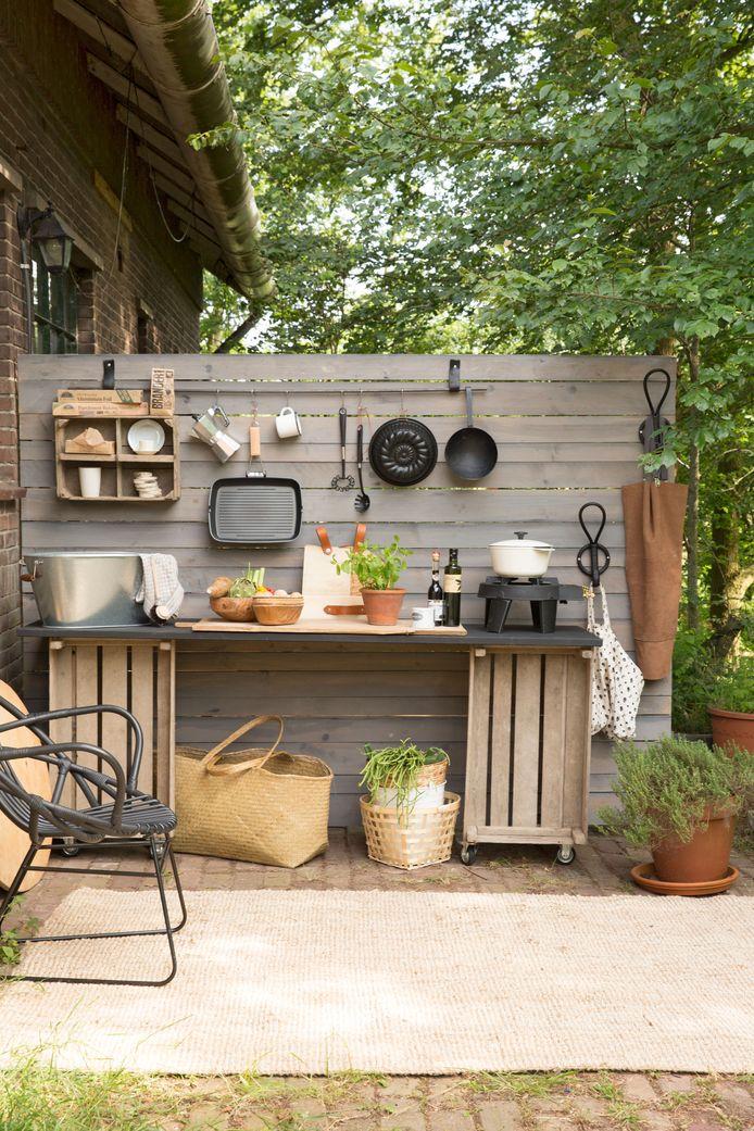 Een buitenkeuken kan ook voor een klein budget.