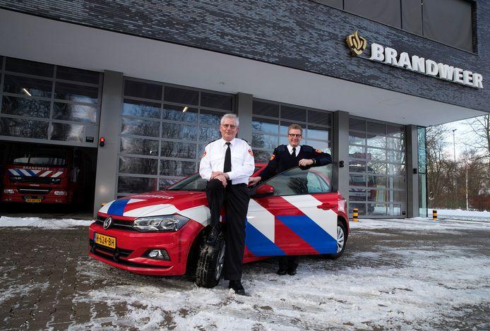 Voorkomen is beter dan genezen is het motto van de brandweermannen Hennie van den Mosselaar (links) en Henk Heusinkveld. Het duo stopt er na tientallen jaren mee.