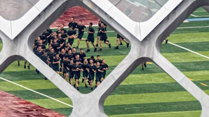 Chinees leger houdt oefeningen nabij Hongkong