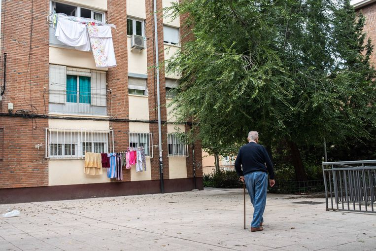 Eén van de buurten in Madrid die weer op slot gaat.  Beeld César Dezfuli
