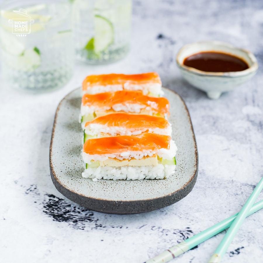 Oshi sushi met zalm