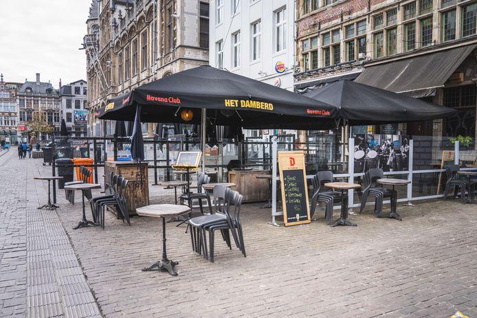 lege terrassen laten een doods Gent achter.