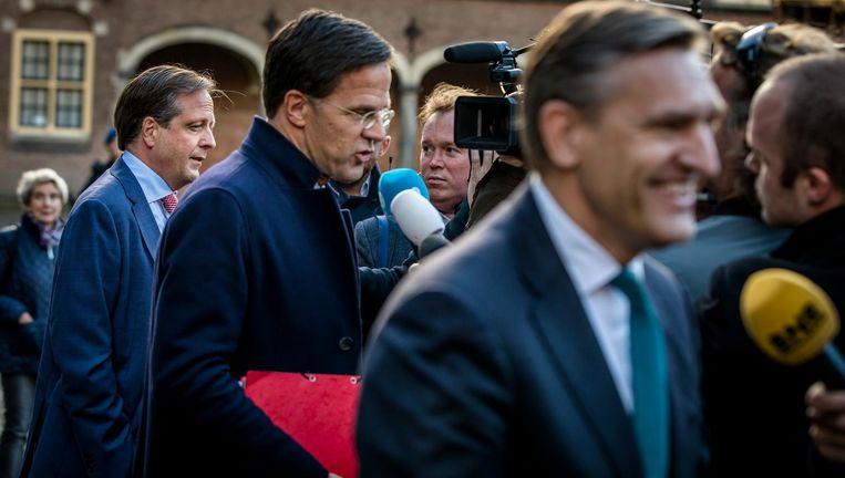 Alexander Pechtold, Mark Rutte en Sybrand Buma op het Binnenhof. Beeld anp