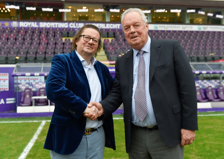 Marc Coucke en Roger Vanden Stock bij de bekendmaking van de overname van Anderlecht door Coucke in december 2017. Beeld AFP