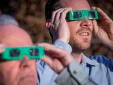 Een eclipsbril nodig voor de zonsverduistering? Opticiens in Gorinchem verkopen 'nee'