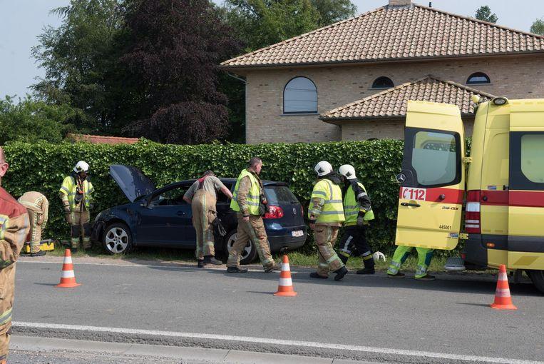 De bestuurder van deze Volkswagen Golf kon een overstekende wagen niet ontwijken.