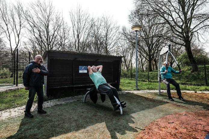 Wim Egbertzen op een van de toestellen op Sportpark Doesburg.