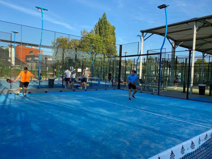 De club Padel4U2 in Gentbrugge wil uitbreiden.