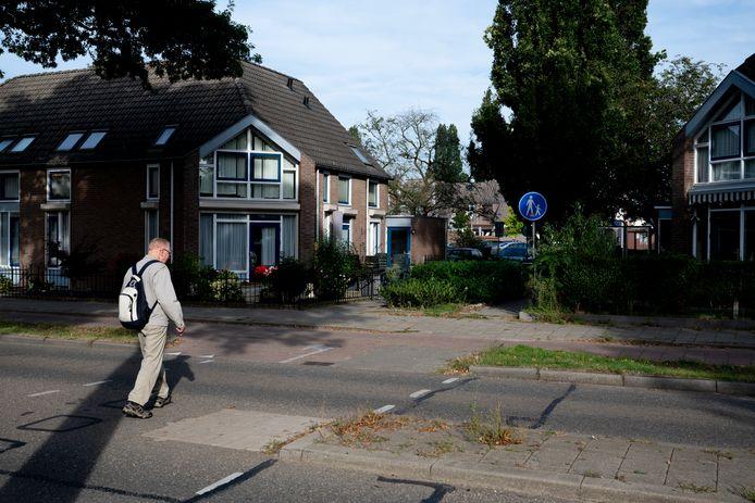 De woningen aan het hofje van de Ericastraat in Malden moeten plaatsmaken voor hoge nieuwbouw.