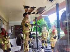 Bewoner blust brand in Ootmarsum met brandblusser