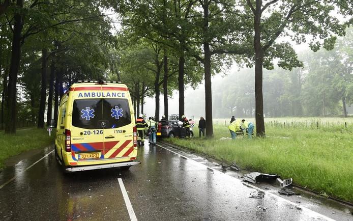 Een vrachtwagen en een personenauto waren tegen elkaar gebotst bij Ulvenhout.