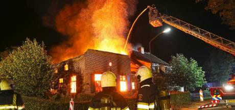 Buurman wil niet dat eigenaar afgebrande boerderij een modern huis bouwt, want dan is zijn woning  asymmetrisch