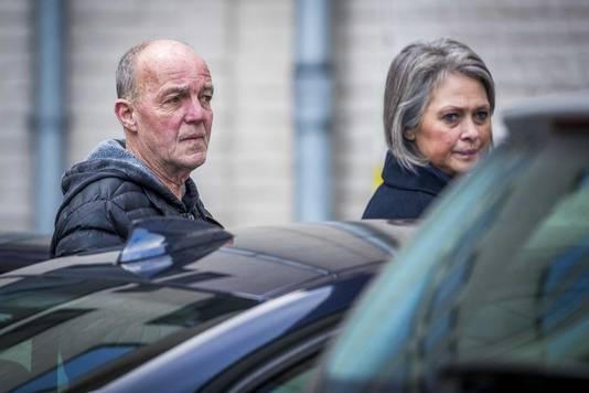 Peter en Berthie Verstappen, de ouders van Nicky Verstappen, komen aan bij de rechtszaal voor de zitting tegen Jos Brech.