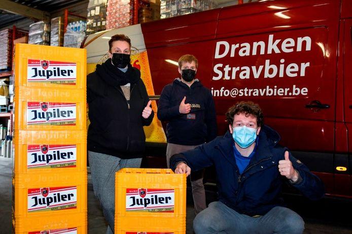 Pieterjan Veys van Tifogame en Frederik De Winne, afdelingshoofd van de dienst Wonen &  Ondernemen, gingen al op pad om de handelaren warm te maken voor de EK-pronostiek-actie van de gemeente Denderleeuw.