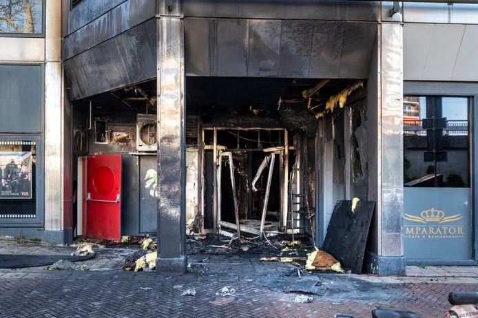 De brand bij Imparator in de Hoogstraat richtte niet alleen schade aan bij de shishalounge (foto), maar ook bij bovenbuurman VUE Arnhem.